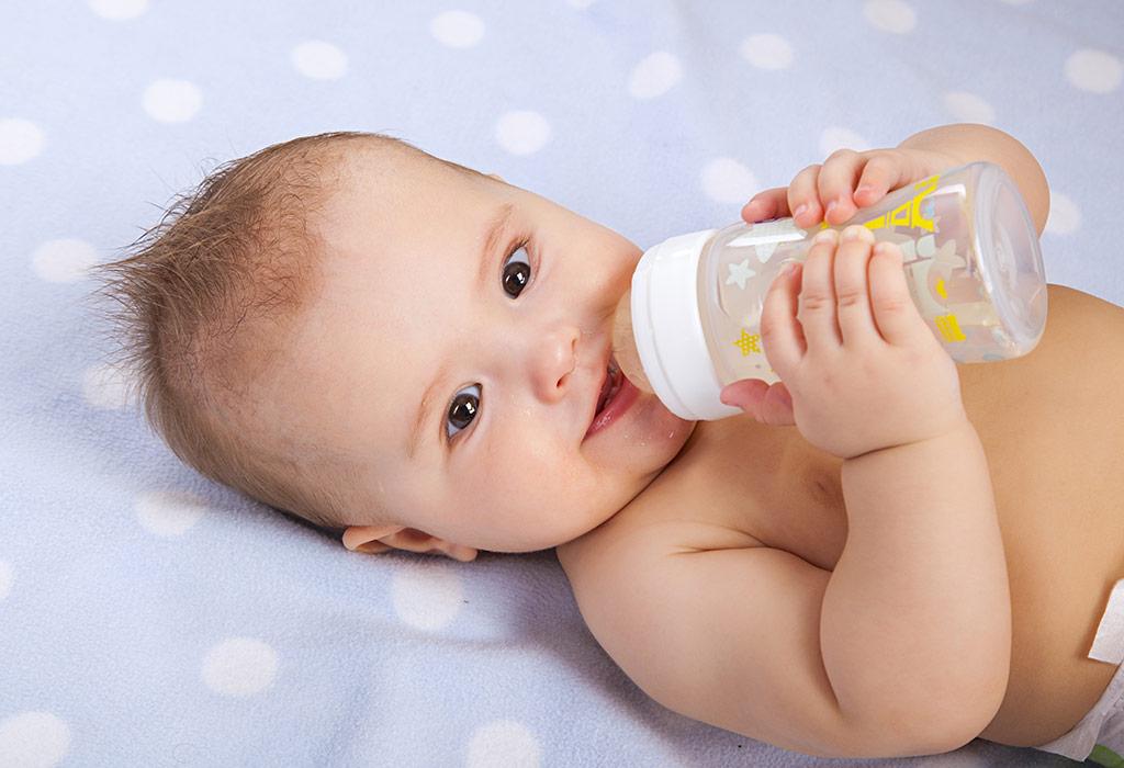 बाळांना किती पाणी द्यावे?