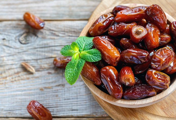 Giving Dates to Babies: Nutritional Value, Benefits and Precautions