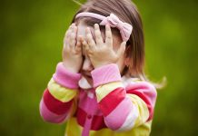How to Handle Shyness In Children & Ways to Overcome It