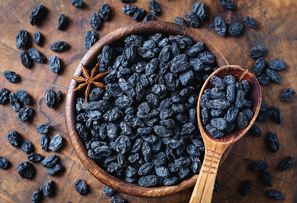 Consuming Raisins in Pregnancy: Benefits, Side Effects & more