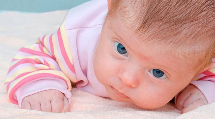 NEWBORN TRYING TO HOLD HEAD UP