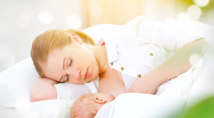 Mom sleeping while breastfeeding a baby - Is it safe?