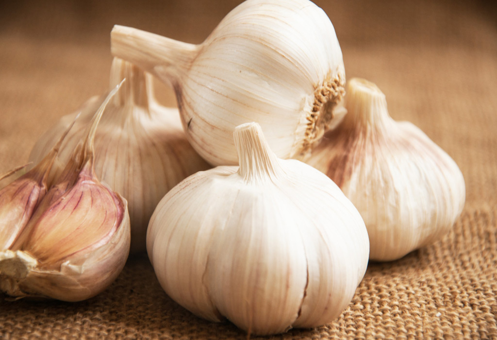 Eating Garlic In Pregnancy - Benefits & Healthy Recipes