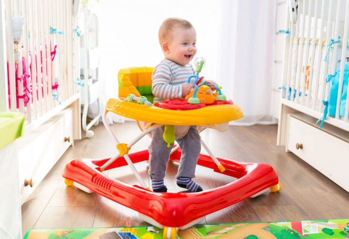 At What Age Your Baby Can Use a Walker?