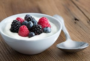 Yoghurt with fresh berries on it