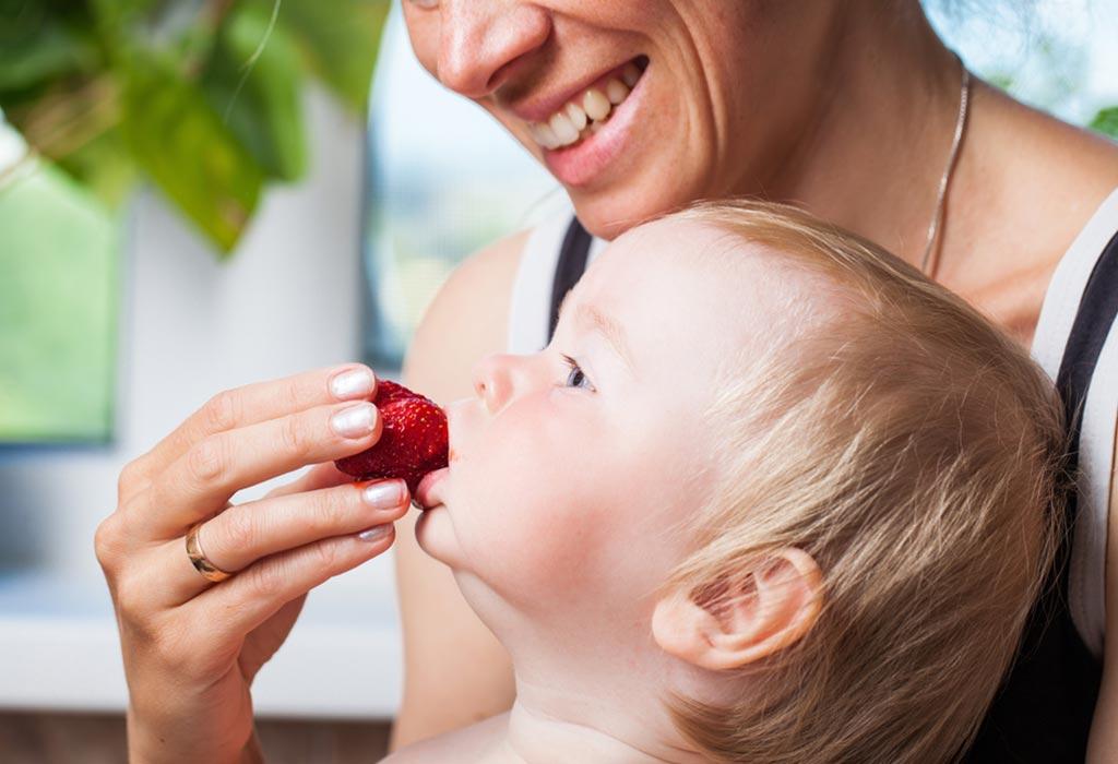 बाळांना स्ट्रॉबेरी कशी द्यावी?