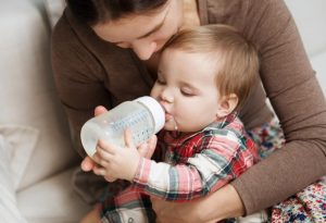 HOW MUCH MILK SHOULD BABY DRINK