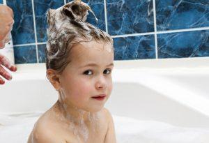 Shampoo kid's hair