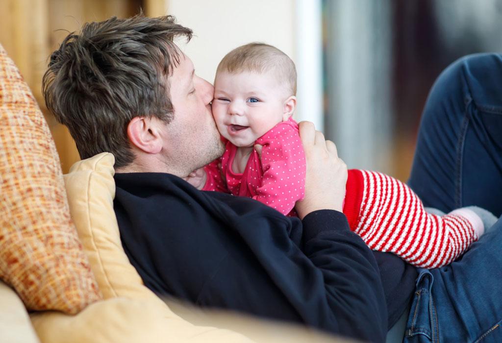 वयाच्या ५ व्या महिन्यात आपल्या बाळाला विकासाचे टप्पे गाठण्यासाठी मदत करण्यासाठी काही टिप्स