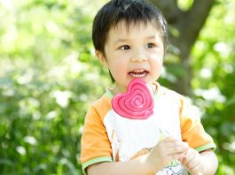 A kid eating lollipop