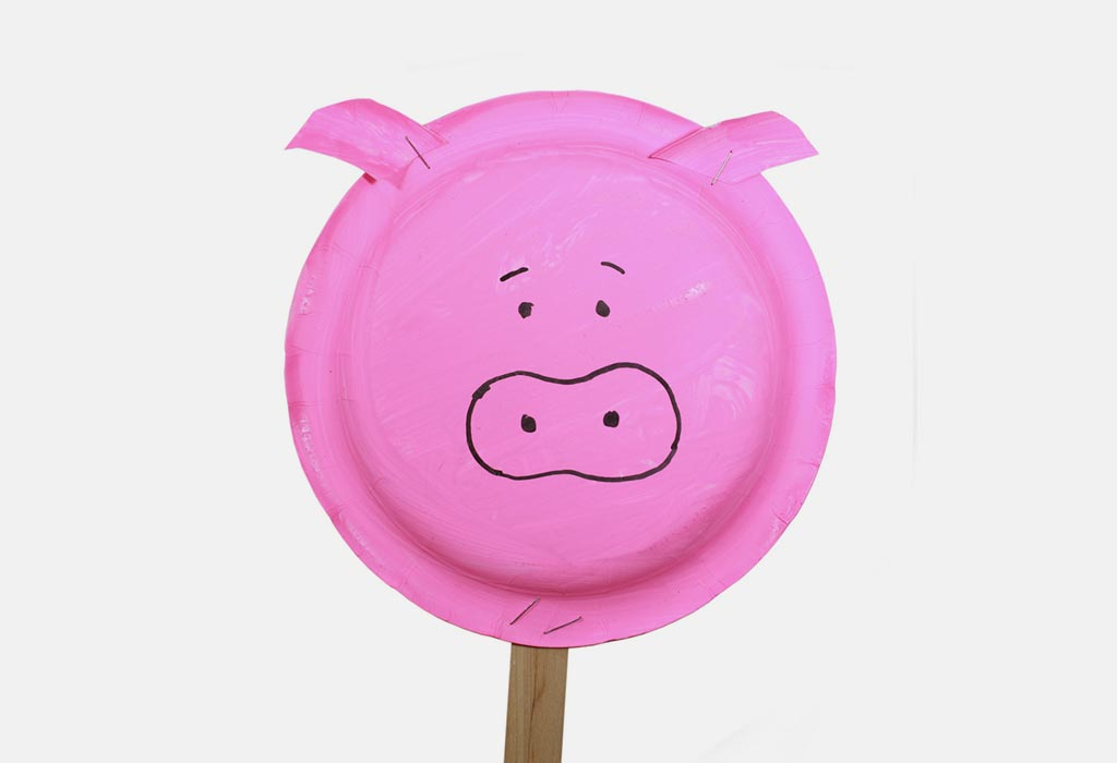 A pig's face drawn on a paper plate