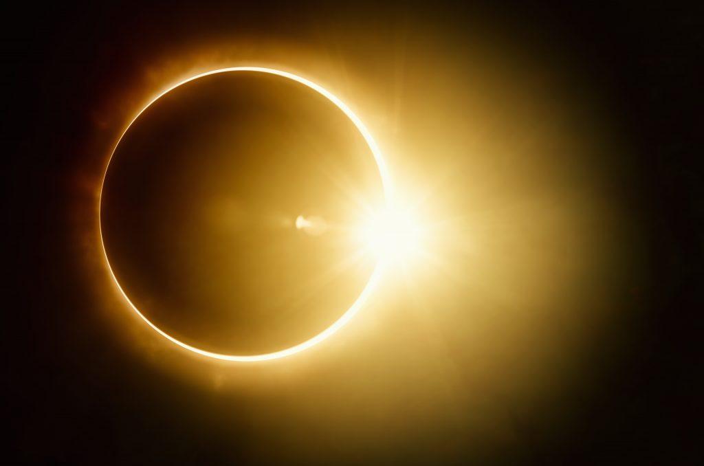 सूर्यग्रहण म्हणजे काय?