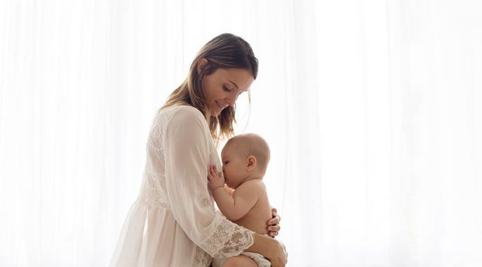 Tips for Breastfeeding With Large Breasts