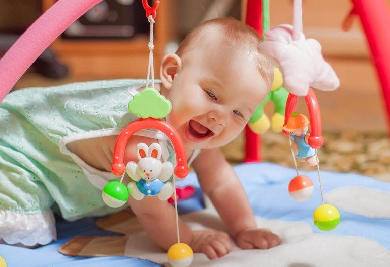 अपने नन्हे लाडले के साथ खेलें