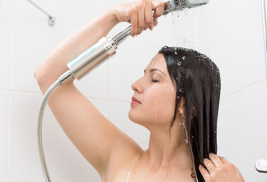 Taking a Bath After Giving Birth - Benefits & Precautions to