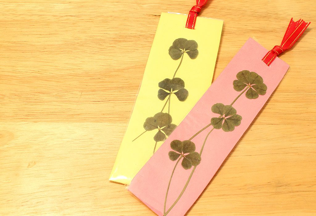 A leaf bookmark