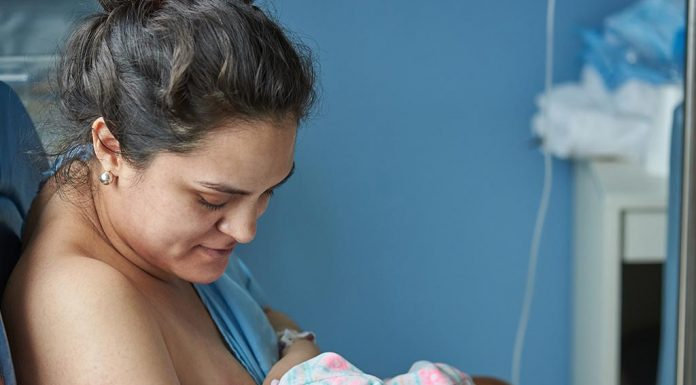 Breastfeeding in First 24 hours - Benefits and Tips