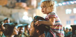 5 easy ways to keep your toddler safe in a crowd