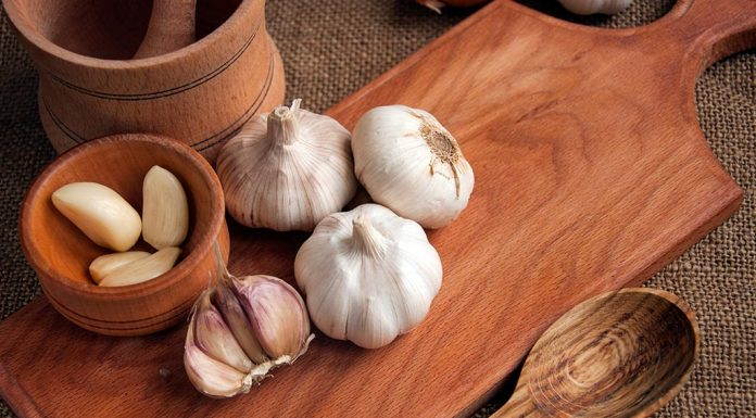 Eating Garlic during Breastfeeding - Benefits and Side Effects