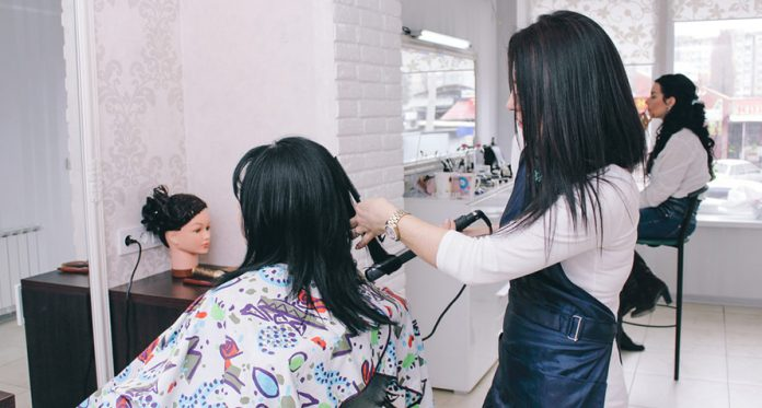 Awkward Things All Of Us Have Faced on a Trip To The Beauty Parlour