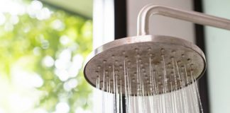 Hot or Cold Showers - Which is More Healthy? (Psst..One Even Helps with Weight Loss)