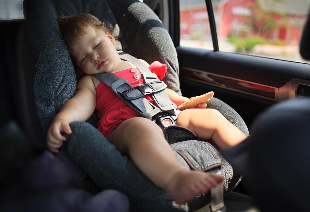 बच्चा केवल ड्राइव के दौरान या कार की सीट पर ही सोता है