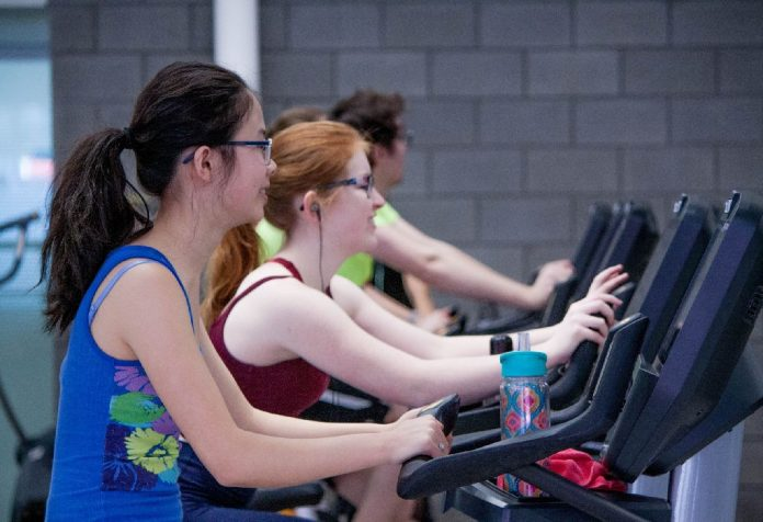 4 crazy things moms worry about in the gym