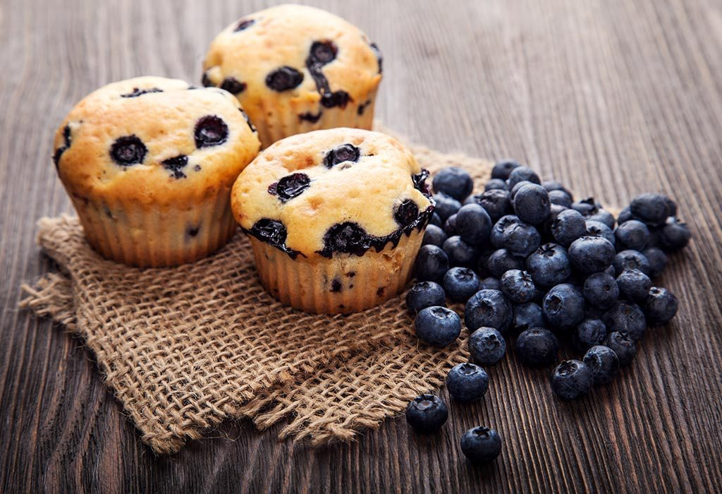 Blueberry muffins with flax and bran
