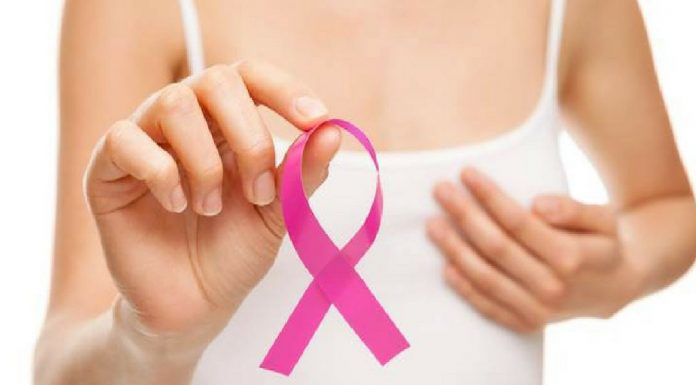6 Ways to Check If You Have Breast Cancer from the Safety of Your Home!