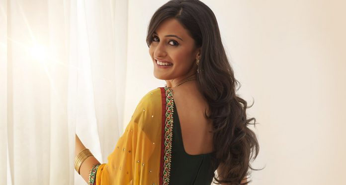 6 Ways To Look Slim In a Saree Post-Pregnancy, WITHOUT Actually Losing Weight!