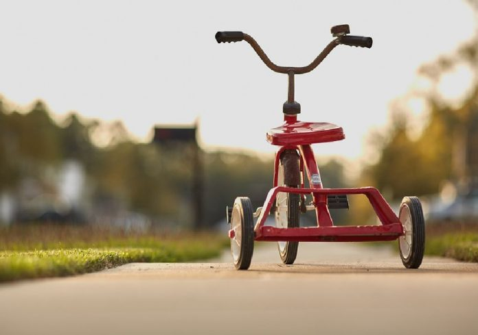 The Right Time to Buy Your Child his First Tricycle