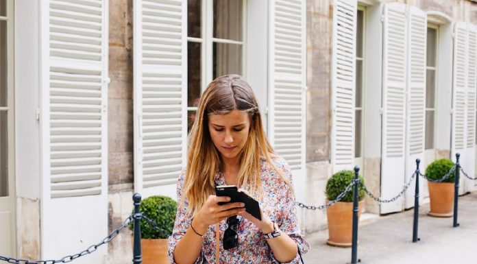 Top Mobile Fashion Apps for Women on the Go