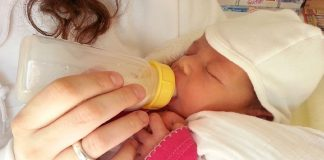 bonding with your bottle fed baby
