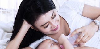 do breastfed or formula fed babies need water doctors advise every mom must follow this rule
