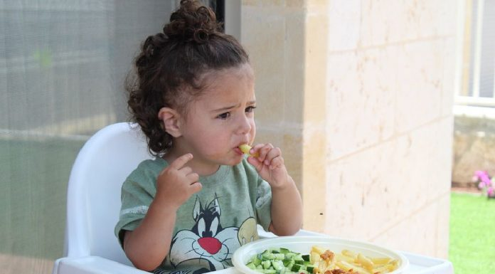 independent eating in young children