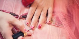 Painting your Other Hand's Finger Nails Simplified