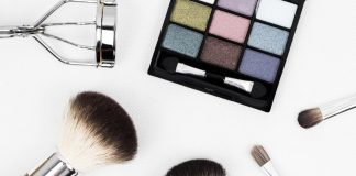 5 funny situations for women who hate makeup
