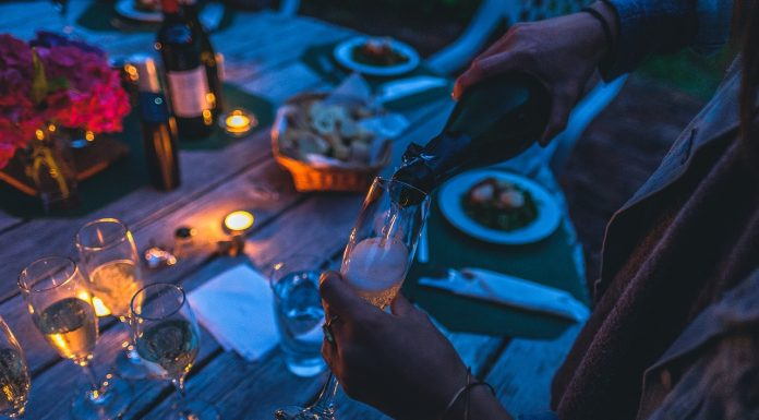 8 Healthy Drinking Tips to Survive the Party Season