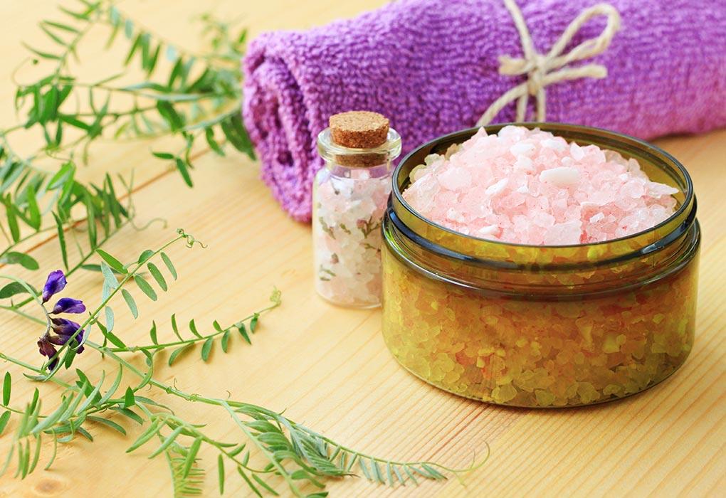 Taking Bath in Epsom Salt While Pregnant: Benefits & Precautions