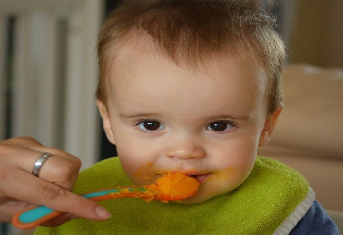 Is It Right To Introduce Solid Food Before 6 Months? Here's What The Experts Think