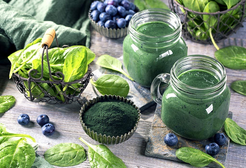 Spirulina powder and smoothie