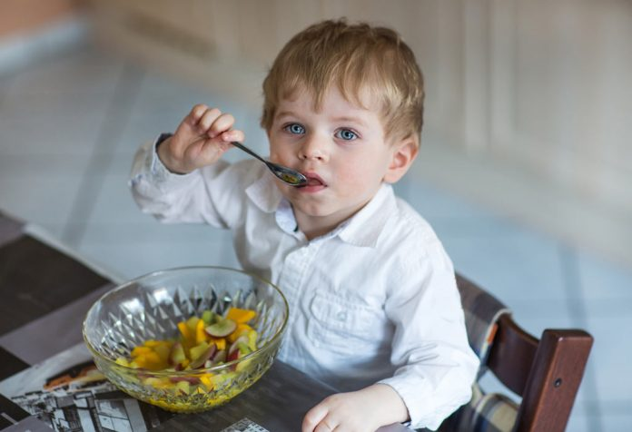 developing self feeding habits in babies