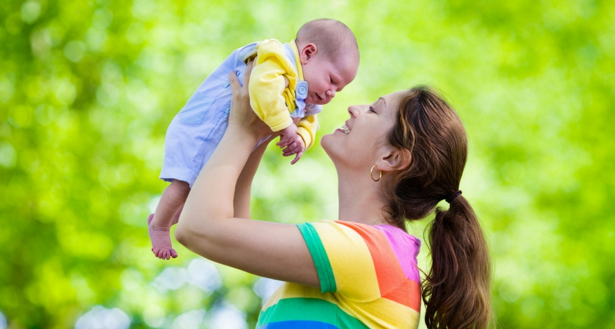 The Right Ways To Carry Your Baby To Enhance His Development
