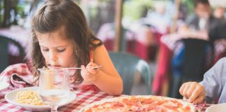 guiding your toddler towards independent eating