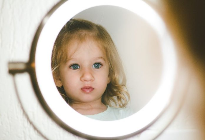 helping your toddler recognise himself in the mirror