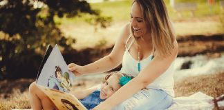 reading to a 2 year old toddlers