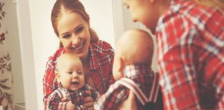 this is why babies love mirrors 7 reasons you should encourage his love for it2