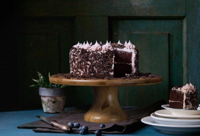 Laced Chocolate Ganache Cake