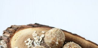 Oats and Groundnut Laddoo