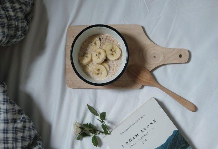 Oats porridge with banana